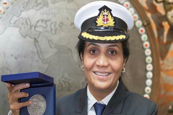 भारत की पहली महिला मर्चेंट नेवी कैप्टन ने जीता अंतर्राष्ट्रीय बहादुरी पुरस्कार