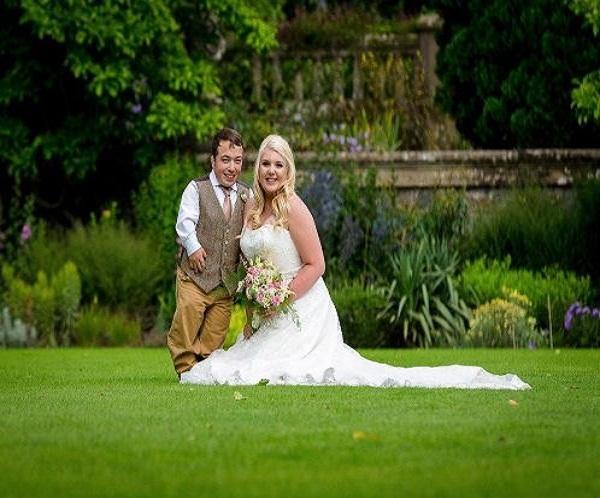 अनोखी शादी: 5 फुट की दुल्हन और 3 फुट का दुल्हा!(Pics)