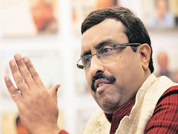 BJP नेता का बयान, पैसे के लिए लाइन में लगना देशभक्ति का टेस्ट