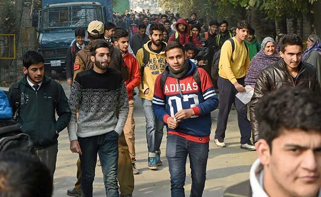 कश्मीर में छात्रों ने आतंकवाद को दिखाया अंगूठा: 10वीं की बोर्ड परीक्षा में 98 प्रतिशत  भागीदारी