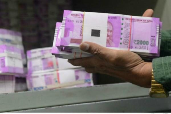 सरकार ने झोंकी पूरी ताकत, 21 दिन की जगह 6 दिन में बैंकों में पहुंच रहा कैश
