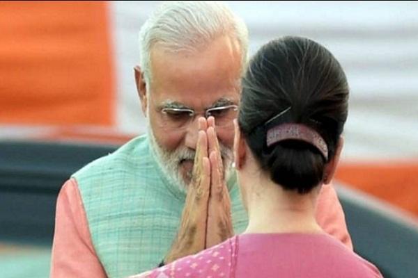 लोकसभा में PM मोदी ने  3 मिनट  तक जोड़े सोनिया गांधी के आगे हाथ