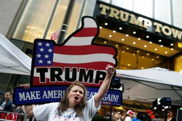 ट्रंप और क्लिंटन के समर्थक अपने-अपने उम्मीदवारों के पक्ष में प्रचार में जुटे