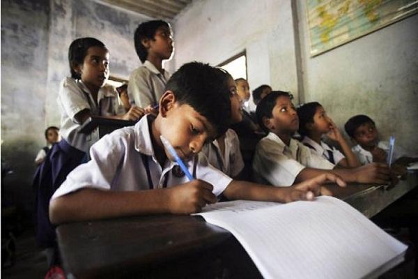 अंधेरे में भारत का भविष्य, एक-एक अध्यापक के भरोसे देश के 1 लाख स्कूल!
