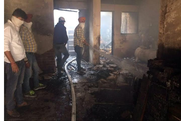 फर्नीचर शॉप में शॉर्ट-सर्किट से लगी आग, लाखों का सामान जलकर हुआ राख