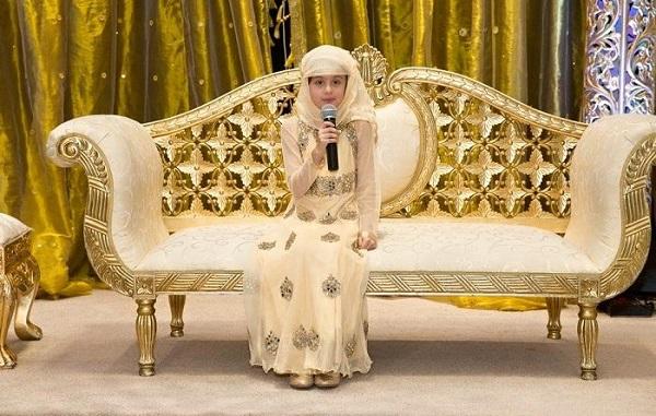 8 साल की बच्ची दे रही क़ुरान की तालीम !
