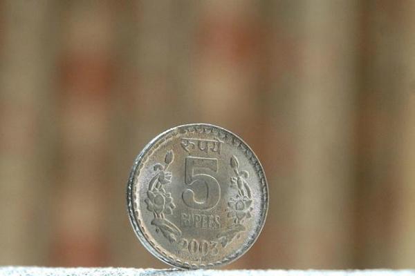 रुपया 9 माह के निचले स्तर पर