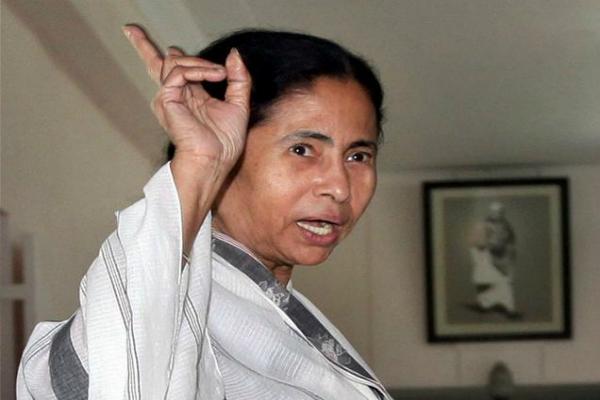 सरकार द्वारा लोगों के हाथ में स्याही लगाने वाले बयान पर ममता ने कसा तंज