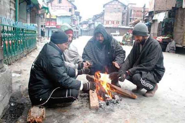 धरती के स्वर्ग कश्मीर में ठंड ने दी दस्तक