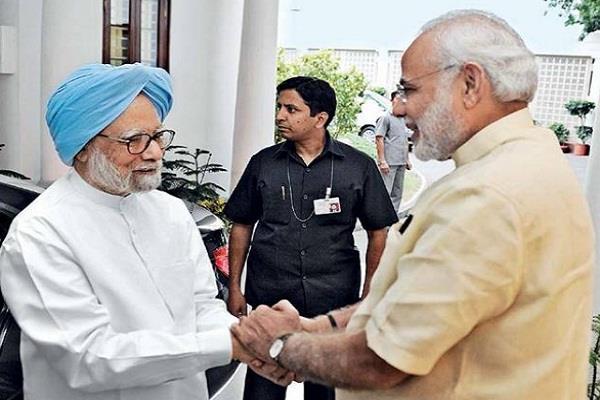 जब मनमोहन का हाथ पकड़कर PM मोदी ने लगाए ठहाके