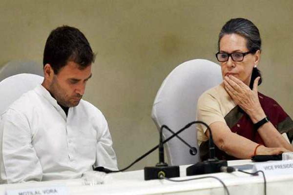 सोनिया गांधी ने की पार्टी नेताओं के साथ मीटिंग, सरकार को घेरने की बनाई रणनीति