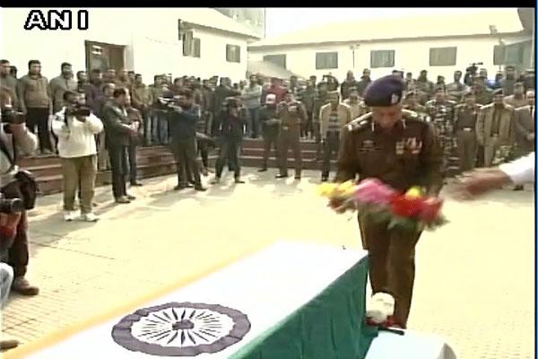कश्मीर के सोपोर मुठभेड़ में शहीद पुलिसकर्मी को दी गई भावभीनी श्रद्धांजलि