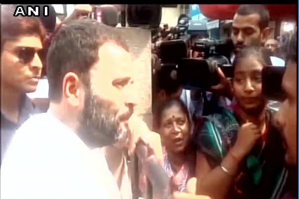 एक बार फिर ATM पहुंचे राहुल गांधी, लाइन में खड़े लोगों से पूछी परेशानी