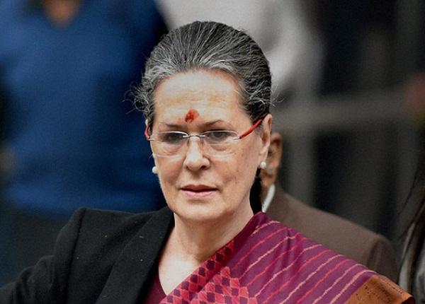 सांसदों से बोलीं सोनिया गांधी- नोटबंदी के खिलाफ मजबूती से लड़ें