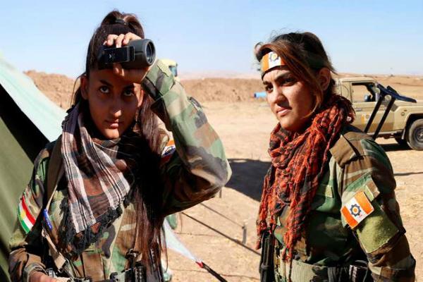 IS आतंकियों का डटकर मुकाबला कर रही ये लड़कियां(Pics)