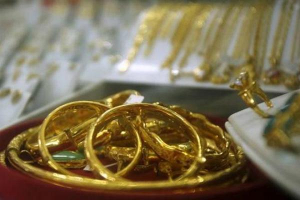 सोना हुआ सस्ता, दाम 29,000 रुपए के नीचे