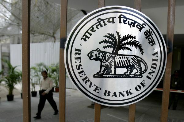 नोटबंदी के बाद RBI ने बताया बैंकों में जमा हुआ कितना पैसा?