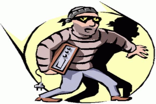 गैस शोरूम में चोरी