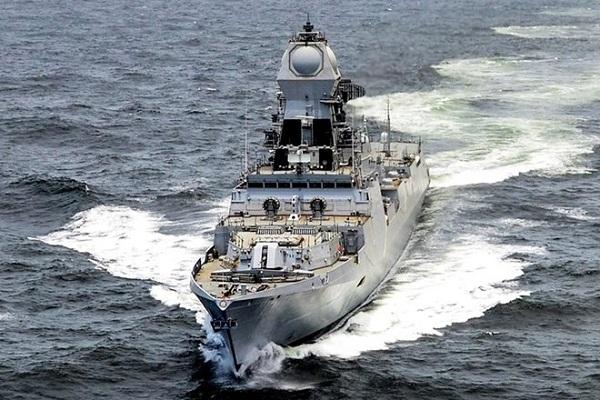 भारतीय नौसेना के बेड़े में शामिल हुअा 'INS चेन्नई'