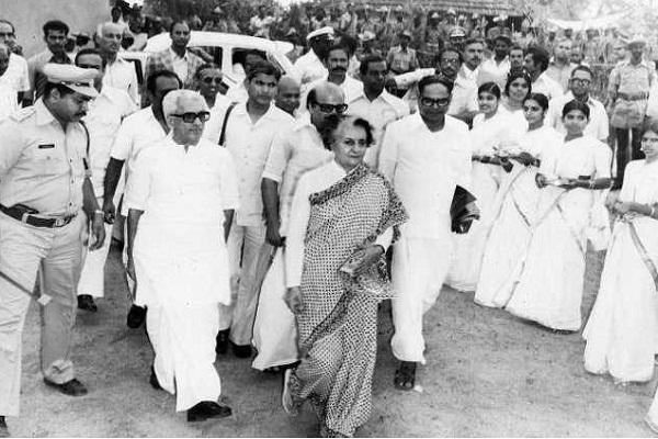 B'Day Spl: अंधेरे से बहुत डरती थीं पूर्व प्रधानमंत्री इंदिरा गांधी