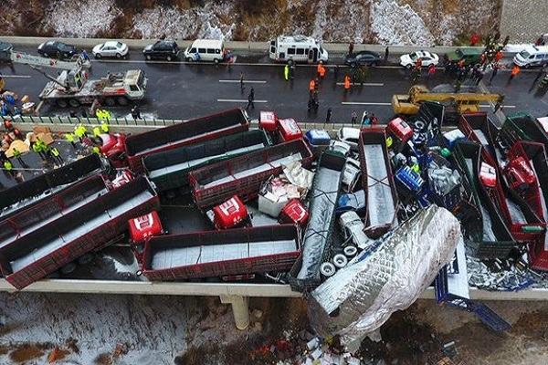 चीन में 56 वाहन एक-दूसरे से टकराए, 17 की मौत