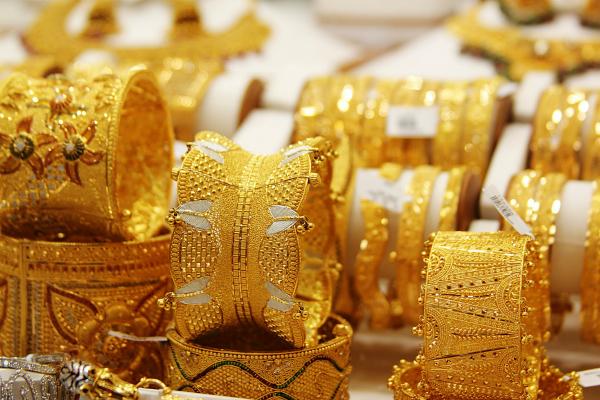 सर्राफा बाजार में अफरा-तफरी, सोना 600 रुपए फिसला