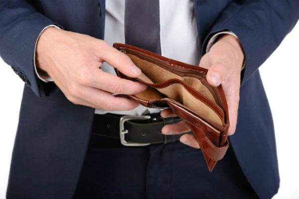 भूलकर भी न करें ये कार्य, अमीर व्यक्ति भी बन जाता है गरीब