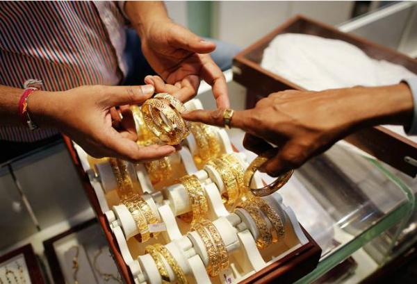 सोना 100 रुपए चढ़ा, चांदी 275 रुपए मजबूत