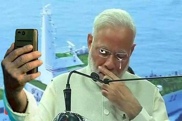 भावुक हाेने पर घिरे PM माेदी, ट्विटर पर ट्रैंड करने लगा CrocodileModi