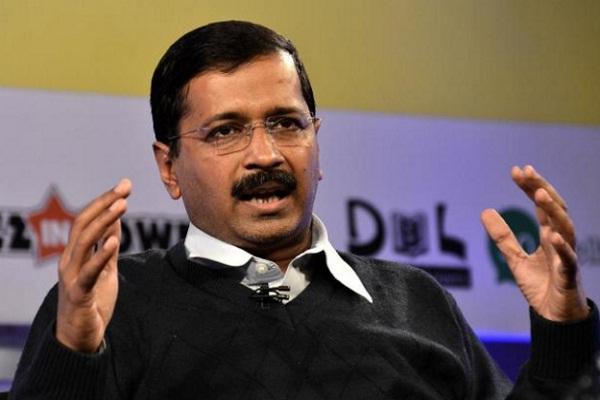 PM मोदी ने राजनीति के लिए मां को लाइन में लगाया: केजरीवाल
