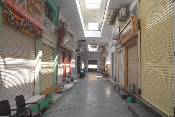 छापेमारी के विरोध में सर्राफा बाजार रहा बंद