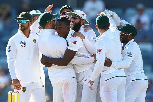 रबादा के 3 विकेट, द.अफ्रीका जीत से चंद कदम दूर