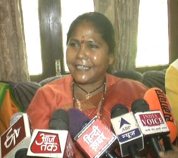 कालेधन को सफेद करने के लिए समय मांग रहे मुलायम: साध्वी निरंजना