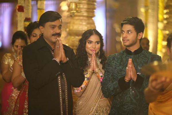 जनार्दन रेड्डी की बेटी की शादी पर सबकी निगाहें, BJP ने नेताओं से दूर रहने को कहा!