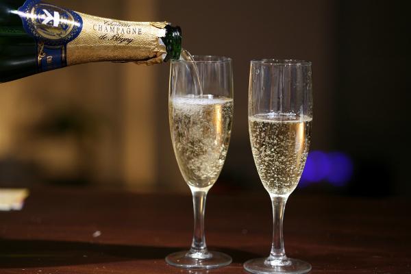 पुराने नोट बंद होने के कारण शराब की बिक्री 40% घटी