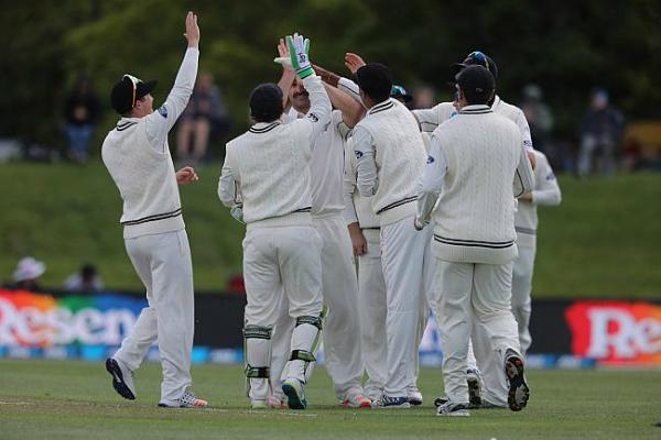न्यूजीलैंड ने पाकिस्तान को 133 रन पर समेटा