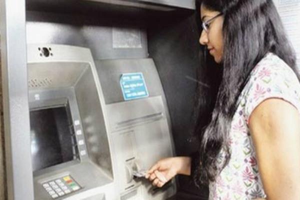 लिमिटेड कैशः नियमों में बदलाव से बैंक अधिकारी परेशान
