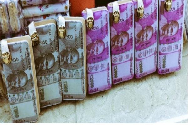 भारत में नोटों के लिए लोग खा रहे धक्के, चाइना ने कर डाला ये काम !