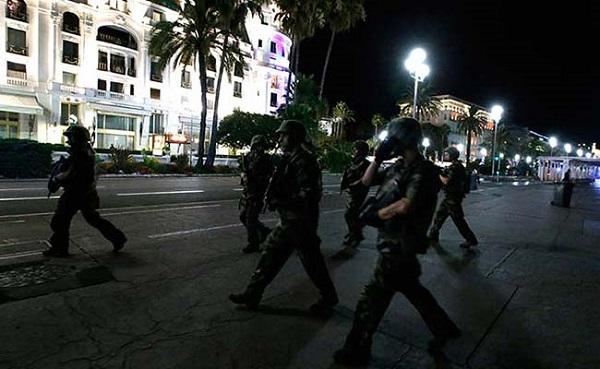 पेरिस में बम की चेतावनी,  सुरक्षा बढ़ी