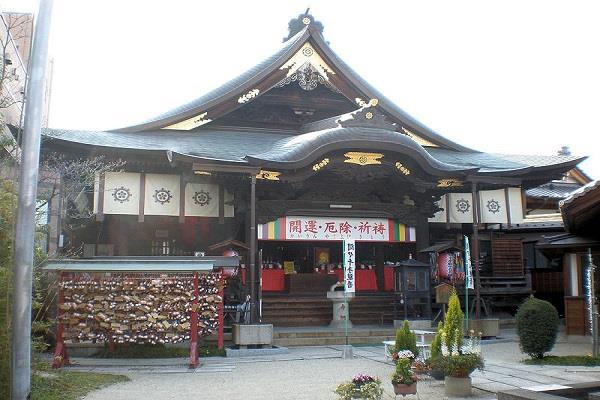 दुनिया का अनोखा मंदिर जहां होती है स्तनों की पूजा !
