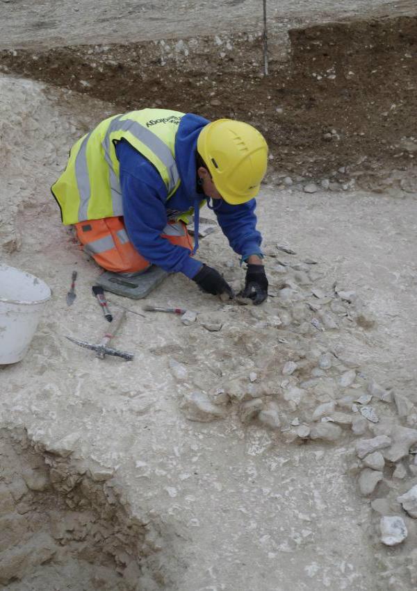 स्टोनहेंज के निकट करीब 5,600 वर्ष पुराने धार्मिक परिसर की खोज