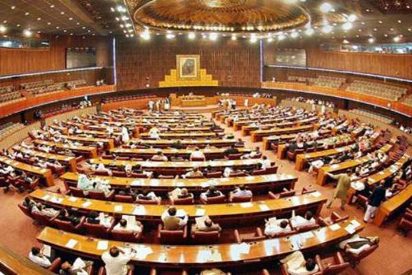 पाक संसद ने सैनिकों की मौत पर भारत के खिलाफ पारित किया निंदा प्रस्ताव