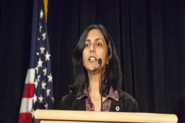 ट्रंप-विरोधी महिला को भारत वापस जाने की धमकी