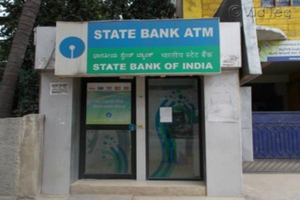 SBI में हुअा 1.5 करोड़ का लेन-देन, सुविधा के लिए 7000 ATM किए जाएंगे इंस्टॉल