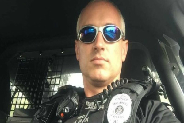 मिशेल के खिलाफ टिप्पणी करना पुलिस कर्मी को पड़ा भारी