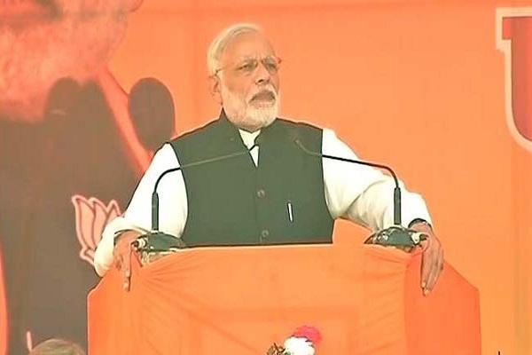 प्रधानमंत्री ने रेल अधिकारियों से ट्रेन यात्रा सुरक्षित बनाने को कहा
