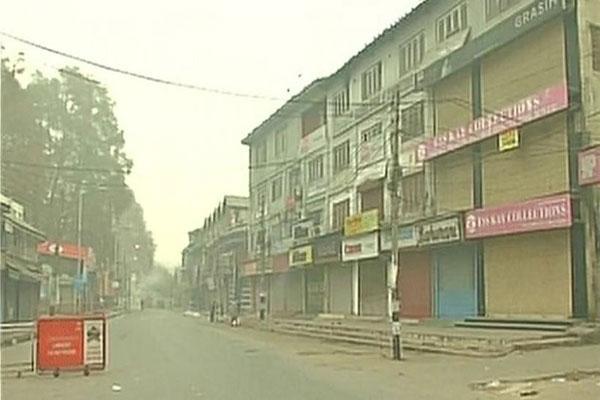 कश्मीर में दो दिनों की हचलचल के बाद हड़ताल से फिर पसरा सन्नाटा