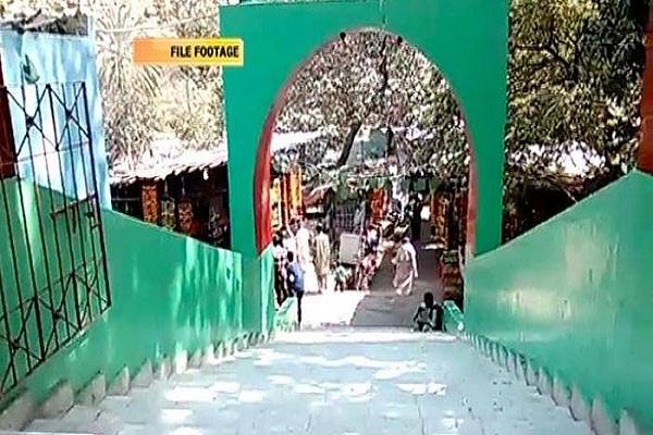 PAK में शाह नूरानी दरगाह में जबरदस्त धमाका, 52 की मौत, IS ने ली जिम्मेदारी