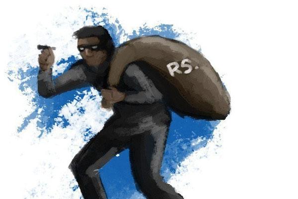 नकाबपोश बंदूकधारियों ने बैंक से 11 लाख रुपये के पुराने नोट समेत 13 लाख लूटे