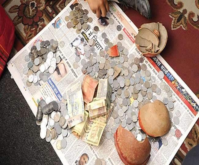 खर्च चलाने के लिए घर-घर टूट रही गुल्लक, बच्चे भी कर रहे अटपटे सवाल